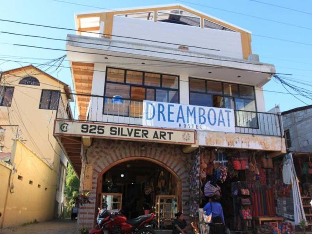 Dreamboat hostel front